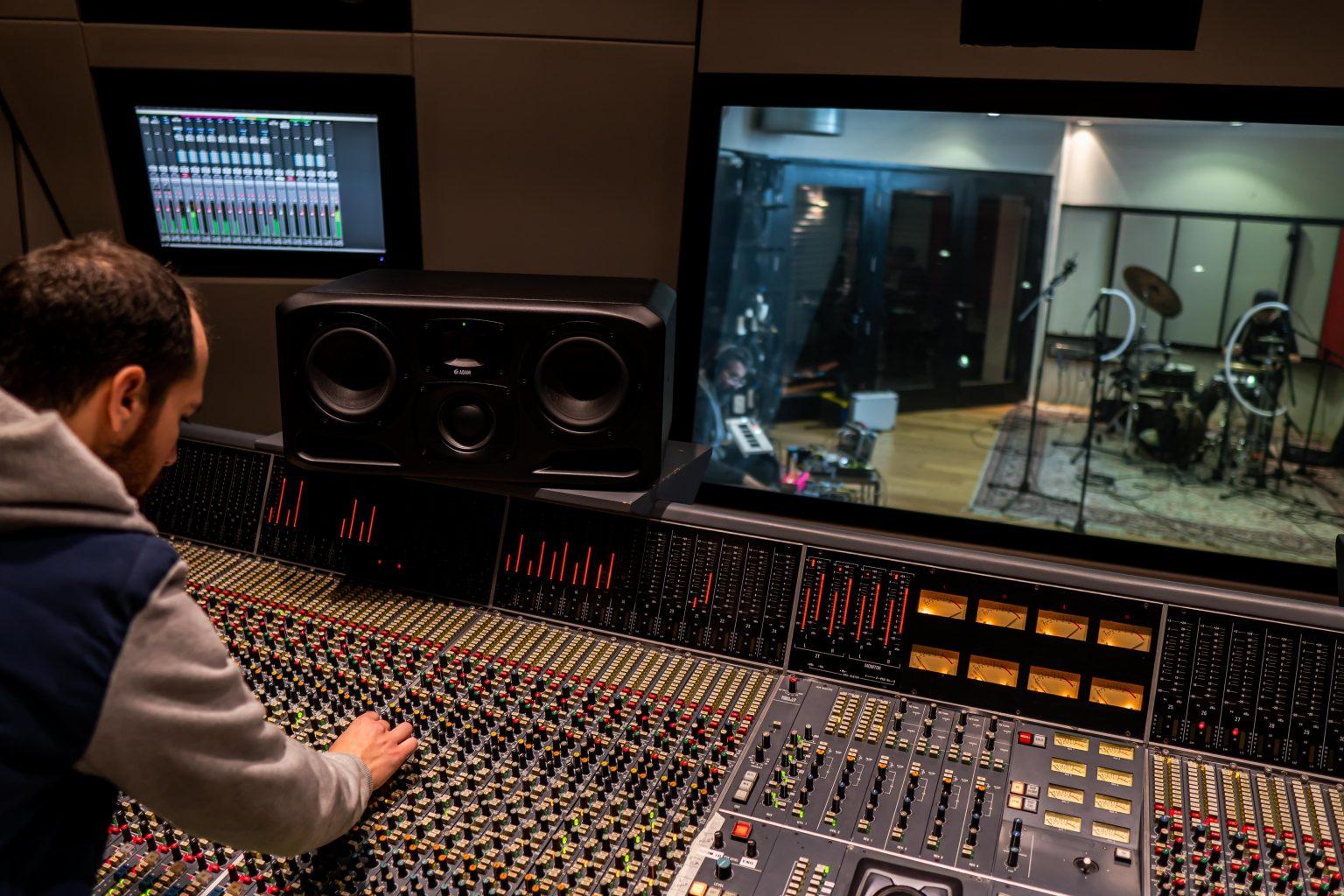 לימודי סאונד באולפן הקלטות אמיתי